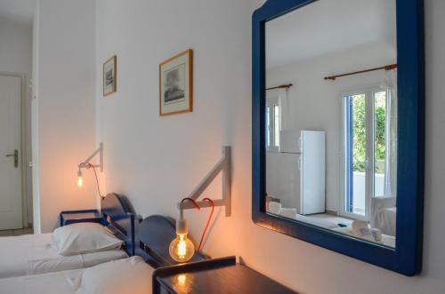 2 beds mirror